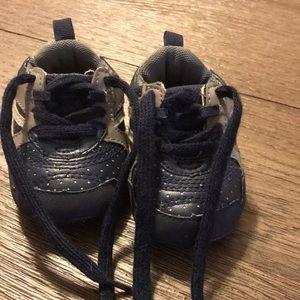 Children's Place boys size 0-3 months shoe